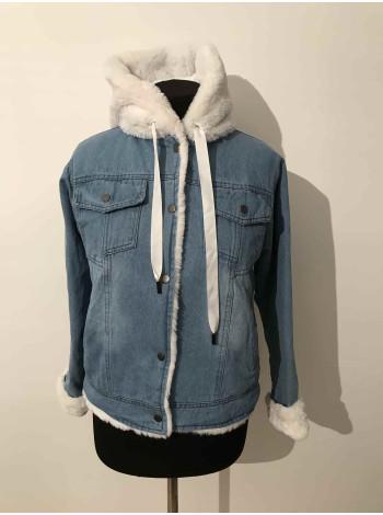 Джинсова куртка з штучним хутром жіноча