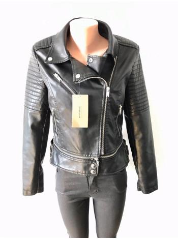Жіноча шкіряна куртка кожзам AFTF - чорного кольору