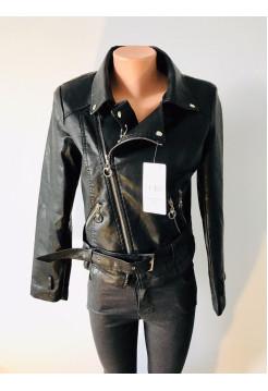 Женская куртка кожзам AFTF черного цвета на демисезон весна - осень