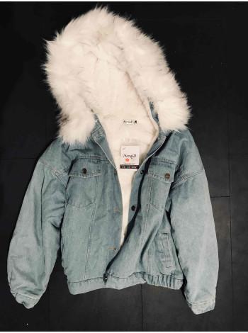 Купити джинсову куртку зі штучним хутром жіночу недорого Київ, Україна.