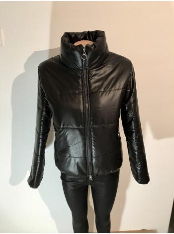 Куртка женская осень весна черного цвета
