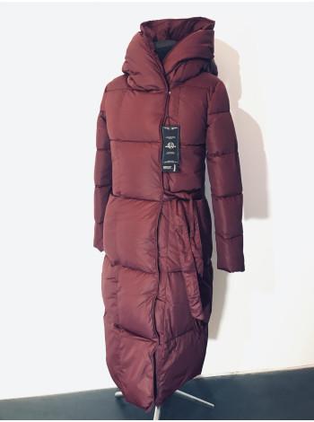 Пальто жіночі зимові червоного кольору