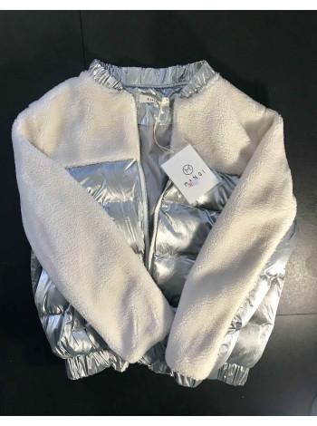 Куртка демісезонна з штучним хутром білого кольору